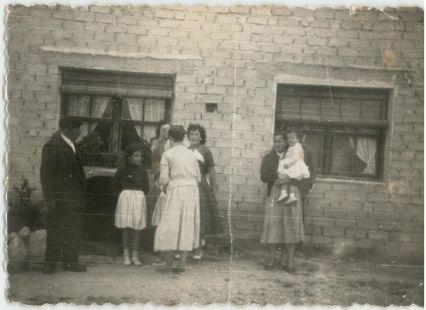 Foto en puerta de casa