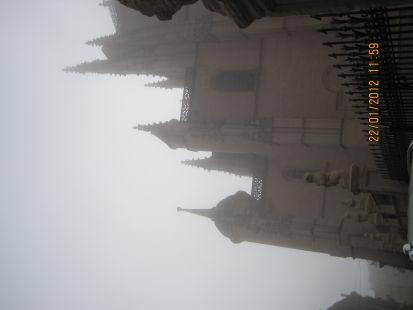 La catedral de Segovia y la niebla