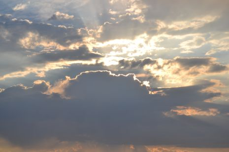 Atardecer en tre nubes