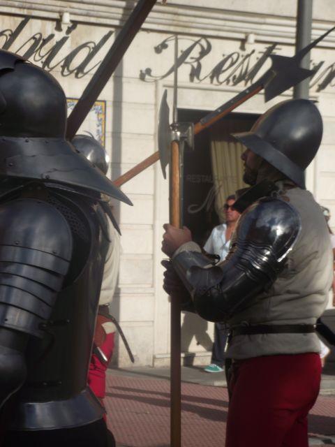 Soldados hacia el castillo