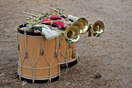 Tambores y cornetas