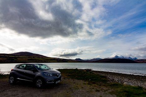 Captur mirando al Loch Ewe